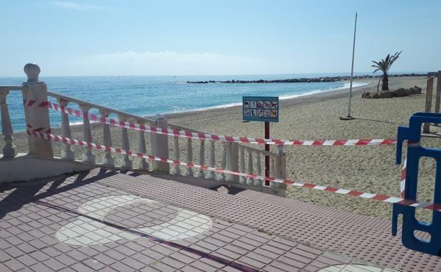 Marbella cierra sus playas
